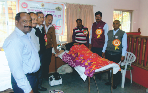 Blood Donation Camp' in the presence of Adv. V.D. Athare, Dr. Madhikar, Prof. V.E.Shinde & others